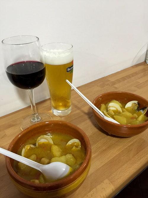 Almejas con patatas – Bar La Plaza