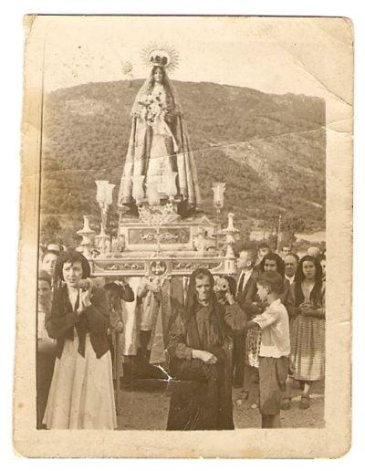 """La """"Abuela"""" Victoria en la procesión de la patrona de la Adrada"""