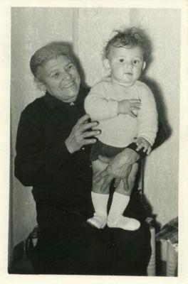 Abuela Jacinta del Río, con su nieta
