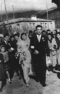 Boda de Irene y Mariano. Dando la entonces tradicional vuelta al pueblo. (Noviembre de 1958)