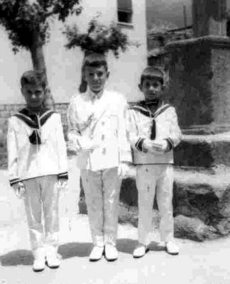 Comunión de Juan Carlos Garcia, José Luis Botones y otro amigo.