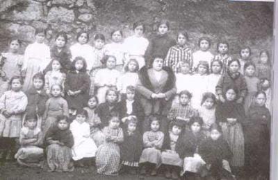 Doña Felisa con sus alumnos