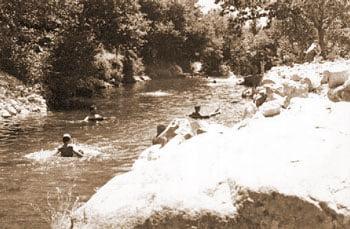 En el río. Años 60.