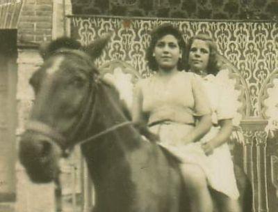 Francisca Lanchas y Olvido a caballo