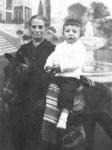 La abuela Pifa con su niento Juanki. (Principios de los 60)