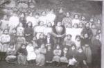 Doña Felisa con sus alumnos. Año 1915.